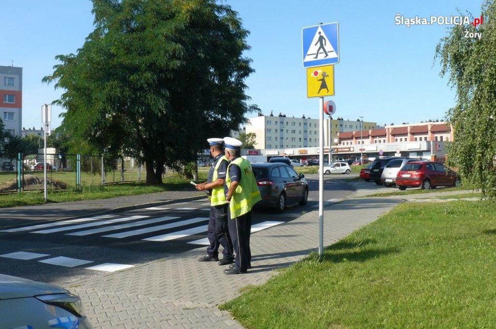 Policjanci sprawdzają drogi w okolicy szkół