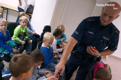 Policjanci dbają o bezpieczeństwo najmłodszych