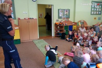 Policjanci ze Sznupkiem u przedszkolaków