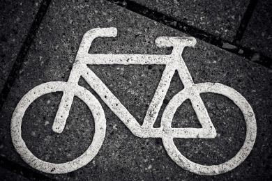 Wypadek na ścieżce rowerowej. Policjanci apelują o rozwagę