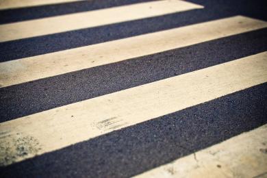 Piesi i kierowcy! Policjanci apelują o ostrożność w rejonie przejść dla pieszych