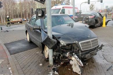 Policjanci szukają świadków wypadku przy Al. Jana Pawła II i Al. Zjednoczonej Europy