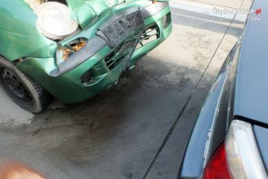 Zderzenie daewoo z oplem w Żorach. Zachowajcie bezpieczną odległość!