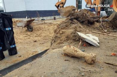 Żory: Ewakuowano ponad 100 osób z terenu szkoły. Znaleziono pocisk moździerzowy