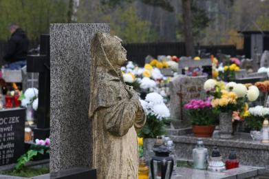 Dzisiaj obchodzimy Dzień Wszystkich Świętych. Na cmentarzach zapłonęło tysiące zniczy