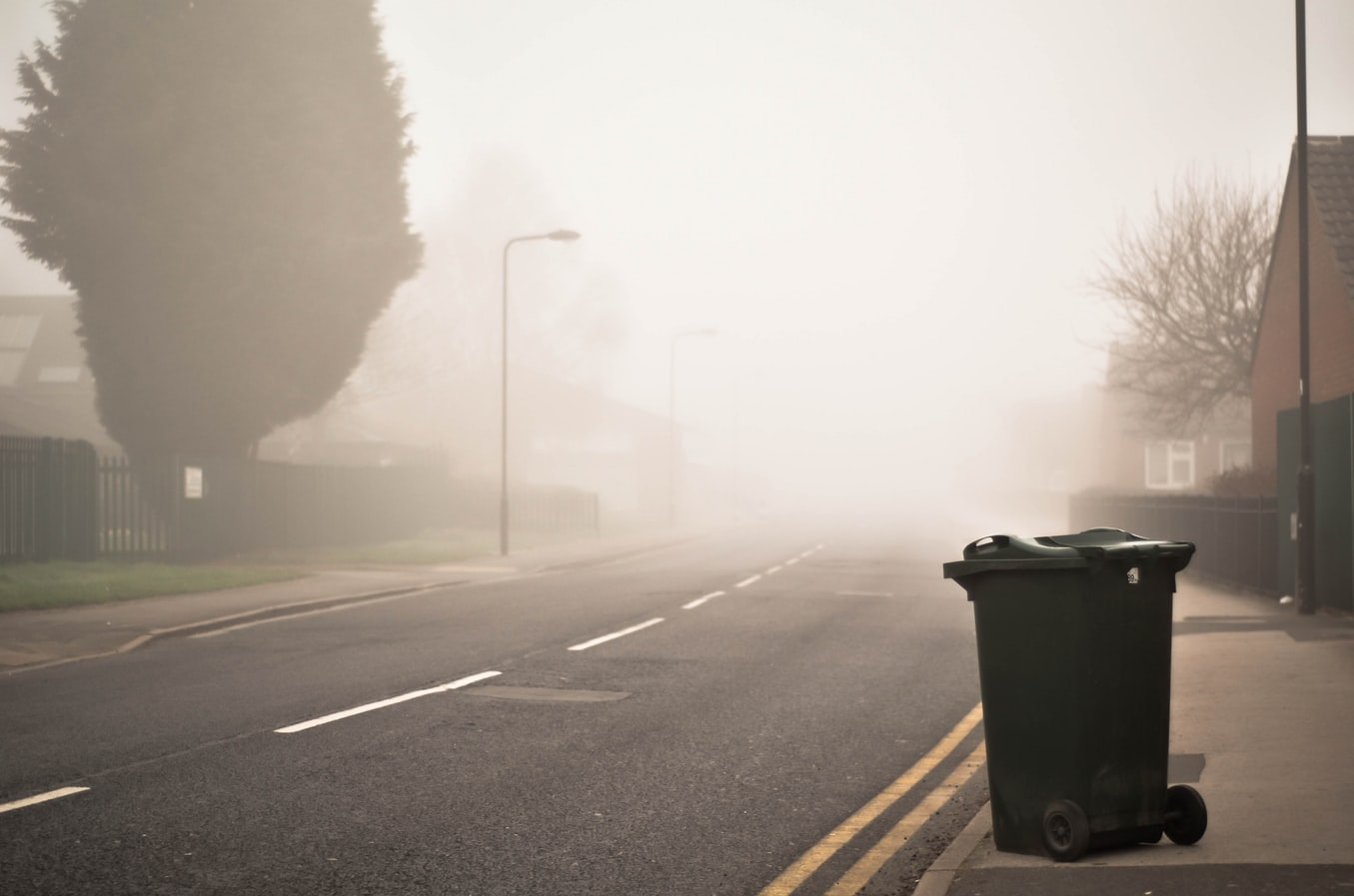 Uwaga kierowcy! To może być bardzo mglisty wieczór - ostrzeżenie meteorologiczne IMiGW