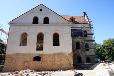 Zabytkowy pałac w Baranowicach zmienia swoje oblicze [ZDJĘCIA]