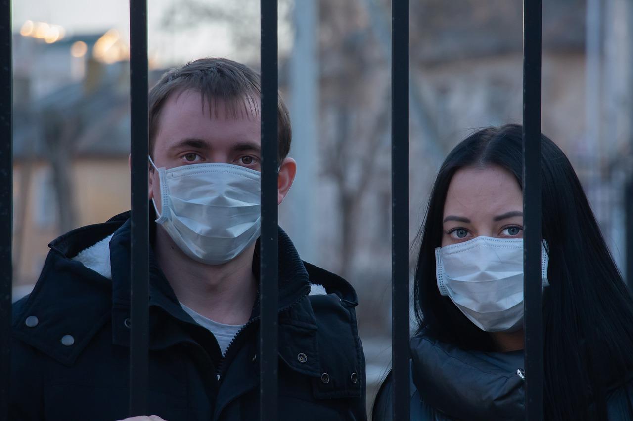 Prof. Pyrć: jeśli wygasimy epidemię, COVID-19 pozostanie jako choroba endemiczna