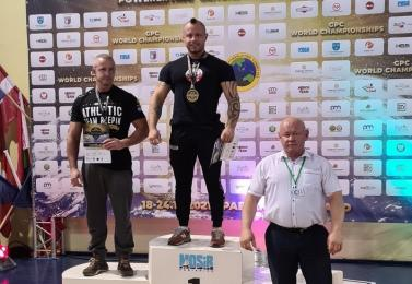 Żorzanin mistrzem i rekordzistą świata w wyciskaniu sztangi leżąc!